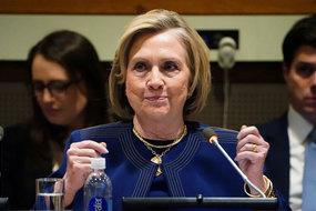 Bà Clinton tố ông Trump 'đánh cắp' cuộc bầu cử 2016