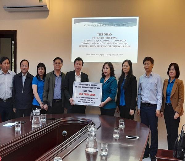 Bộ GD-ĐT hỗ trợ ngành giáo dục Huế khắc phục hậu quả lũ lụt