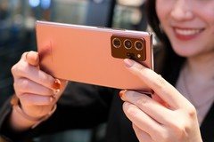 """5 tính năng iPhone 12 vẫn nên """"mượn"""" từ smartphone Samsung"""