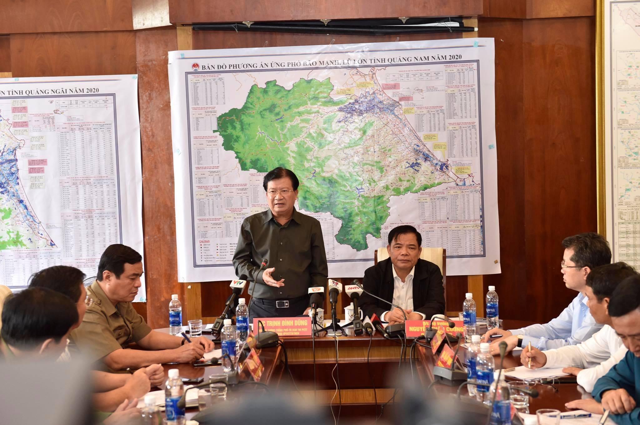 Sơ tán gần 500.000 người miền Trung do bão số 9 rất mạnh