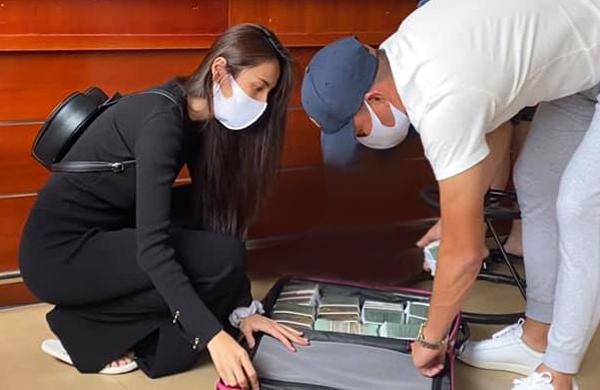 Thủy Tiên, Công Vinh mang vali tiền ra miền Trung cứu trợ lần 2