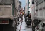 """Quốc lộ qua tâm bão số 9 bị phong tỏa, nghìn xe tắt máy """"ngủ"""" giữa đường"""