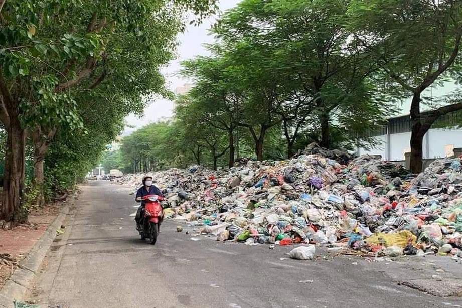 Người dân chặn xe vào bãi rác Nam Sơn, Chủ tịch Hà Nội ra văn bản hỏa tốc