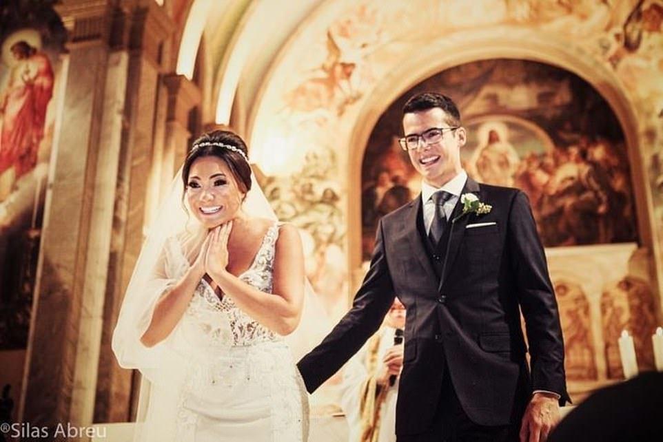 Cô dâu bật khóc trước những đứa trẻ xuất hiện trong đám cưới