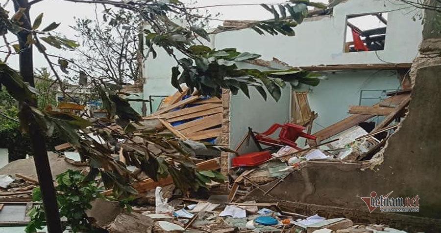 Lý Sơn tan hoang sau bão số 9