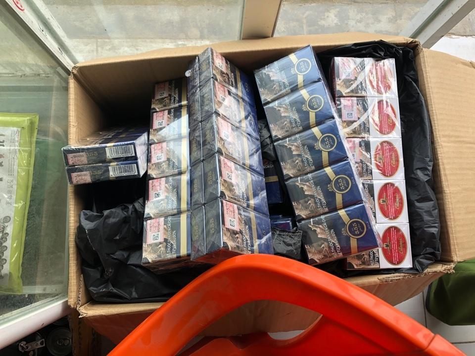 Buôn 2.500 bao thuốc lá lậu, dính tội hình sự bị công an xử lý