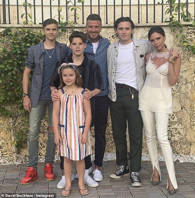 Vợ chồng Beckham thuê dinh thự 10 tỷ làm đám cưới cho con trai