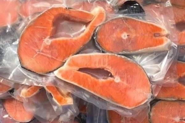 Sự thật nguồn gốc cá hồi siêu rẻ bán khắp chợ