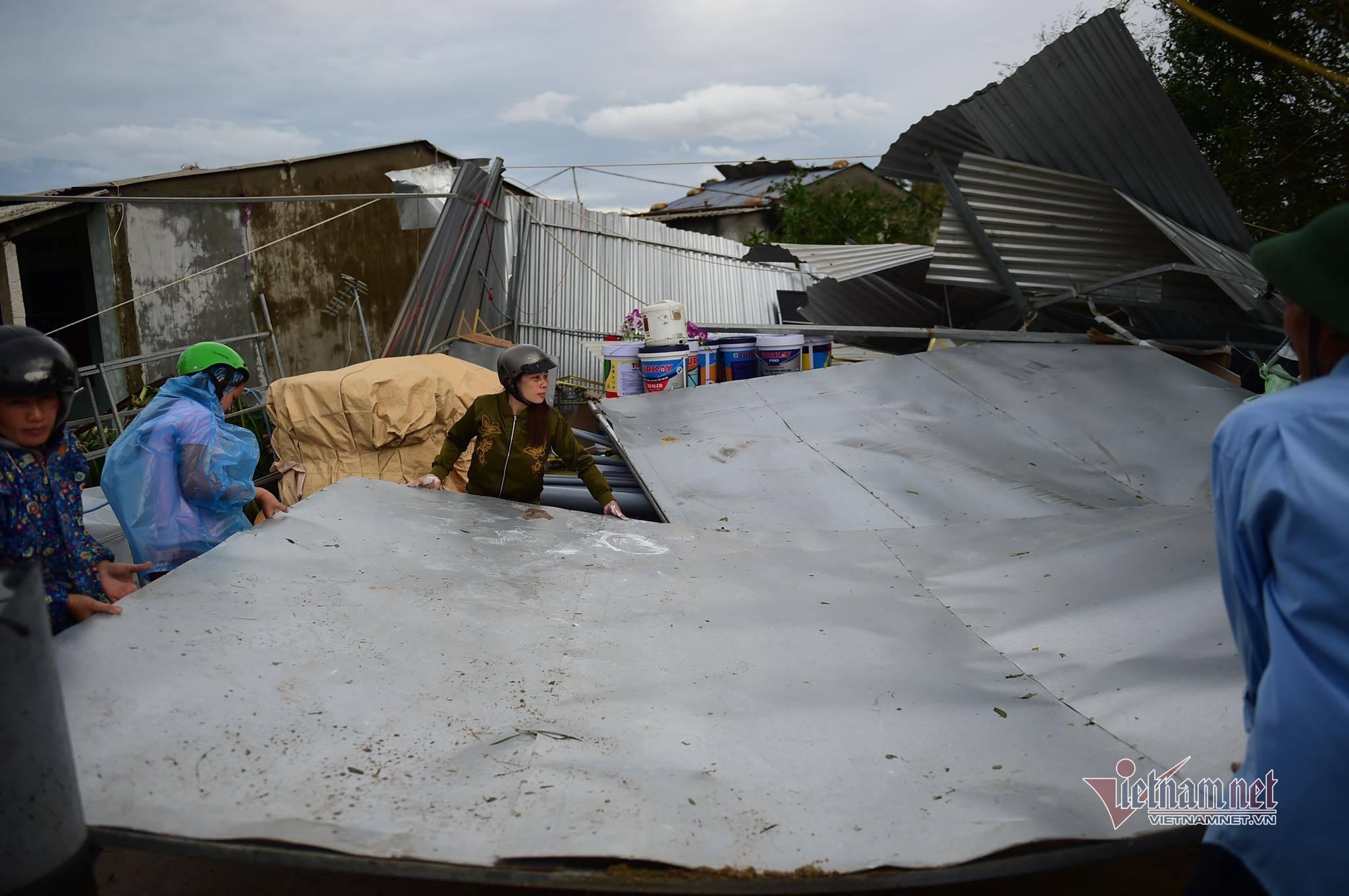 Bão số 9 thổi bay gần 60.000 nóc nhà, hàng triệu hộ miền Trung mất điện