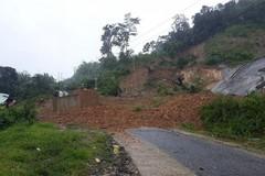 Giúp dân chống bão, 2 cán bộ xã Quảng Nam bị núi sạt vùi lấp