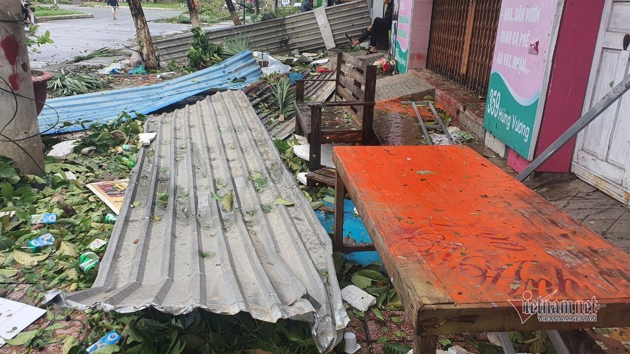 Sau bão số 9, đường phố Đà Nẵng, Quảng Nam tan hoang không ngờ