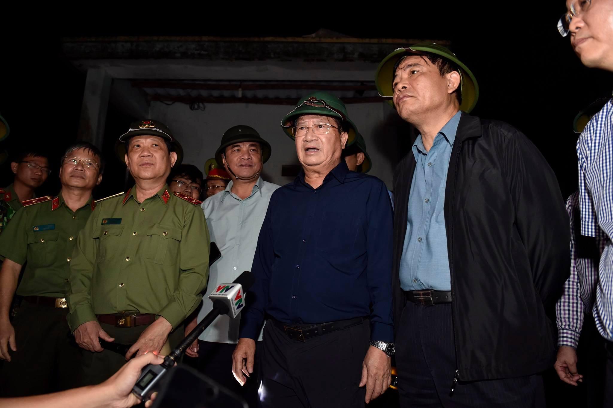 Phó Thủ tướng: Tuyệt đối không để người dân thiếu ăn, không có nhà ở sau bão