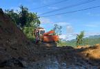 Cơ động 2 hướng tìm những người mất tích tại Nam Trà My trước khi có mưa to