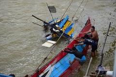 Giải cứu thành công 13 công nhân mắc kẹt giữa sông ở Quảng Ngãi