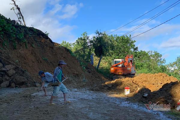 Đã tìm thấy 16 thi thể bị núi lở vùi ở Quảng Nam