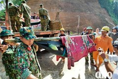 Thủ tướng: Bằng mọi cách cứu người bị vùi lấp ở Quảng Nam