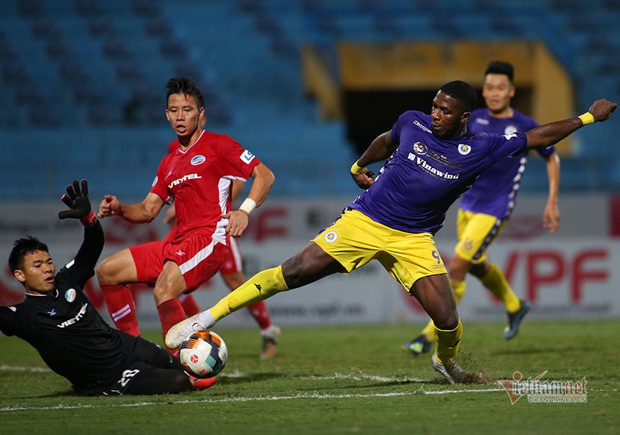 V-League: Vận rủi Quảng Nam, HAGL chỉ biết thua