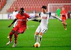 Mourinho bất lực, Tottenham phơi áo trên đất Bỉ