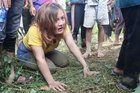 Tang thương ở Trà Leng, con gái gục khóc bên 2 nấm mồ ba mẹ