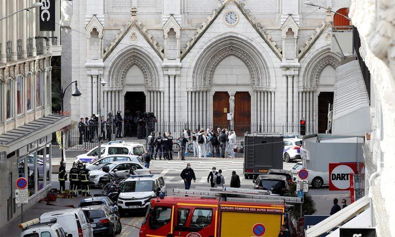 Tổng thống Macron tuyên bố Pháp 'bị tấn công', lệnh quân đội bảo vệ nhà thờ và trường học