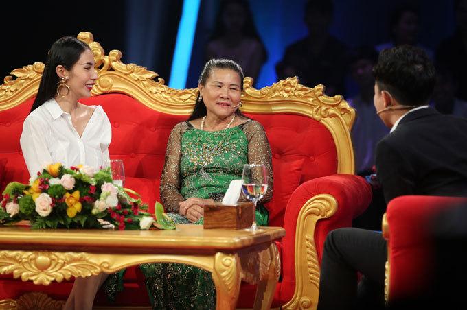 Tâm sự xúc động của mẹ chồng Thủy Tiên về con dâu nổi tiếng