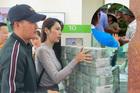 Thủy Tiên gặp tình huống bất ngờ khi đang phát tiền từ thiện