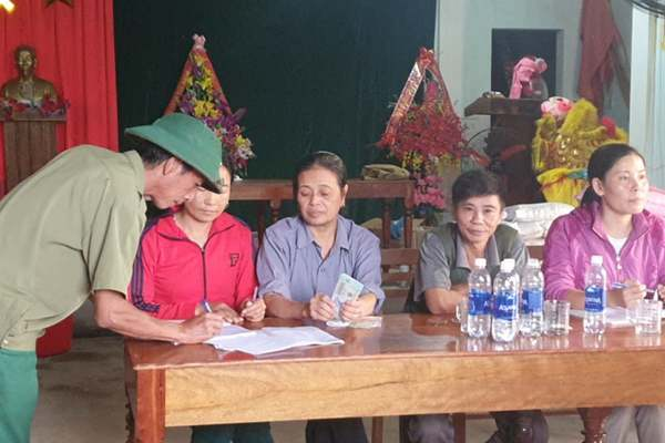 Thôn trả lại cho dân tiền ca sỹ Thủy Tiên hỗ trợ ở Quảng Bình