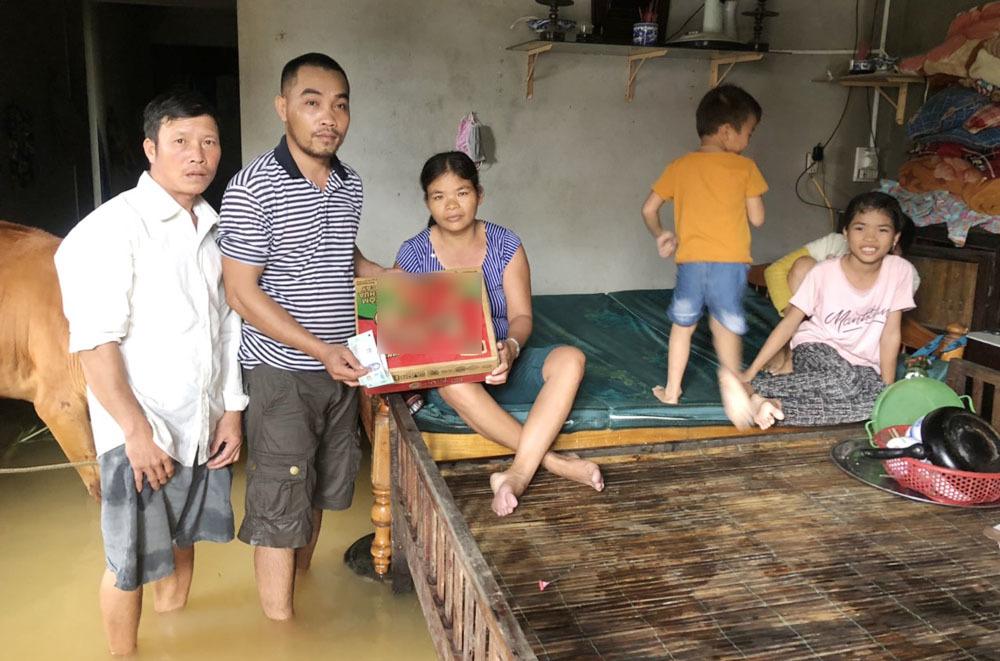 Người đàn ông 30 ngày lái xe tải dọc miền Trung cứu trợ vùng lũ