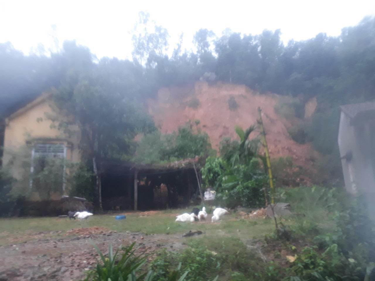 Sạt lở núi ở Hà Tĩnh, phát 7 lệnh sơ tán dân khẩn cấp