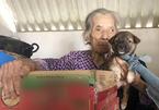 Một người đàn ông lái xe tải suốt 30 ngày dọc miền Trung giúp bà con vùng lũ
