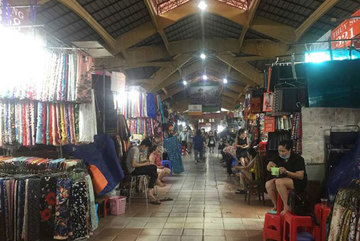 With business slow, Ben Thanh Market wears deserted look
