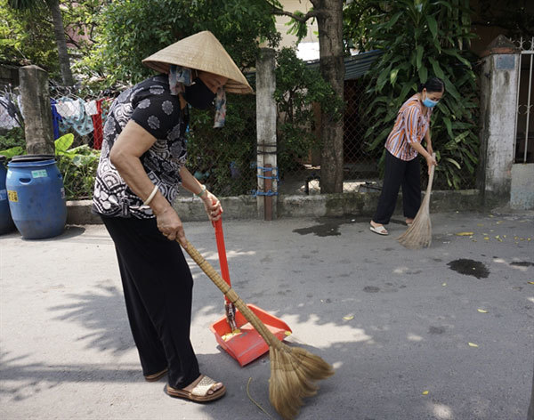 Neighbourhood clean-up groups raise awareness about infectious diseases