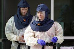 Mỹ tăng kỷ lục ca mắc Covid-19, Séc kéo dài tình trạng khẩn cấp