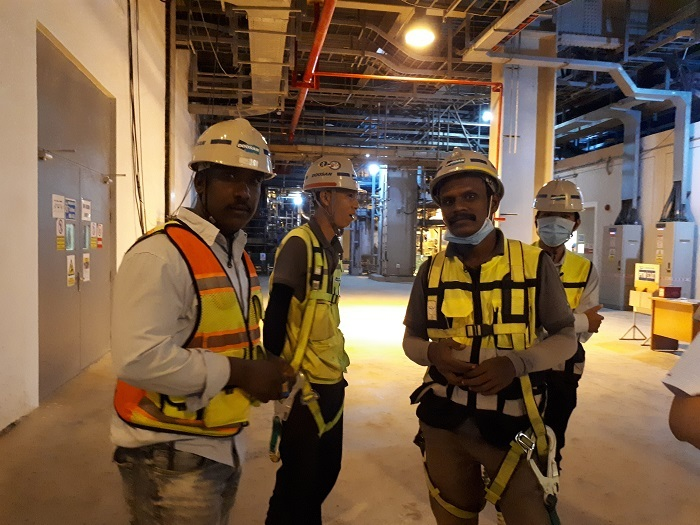 Dự án điện tỷ USD gặp khó: Thiếu chuyên gia và chờ tiền về