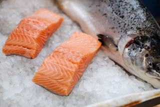 Sự thật cá hồi Na Uy siêu rẻ, bất ngờ dừa xiêm bán như cho