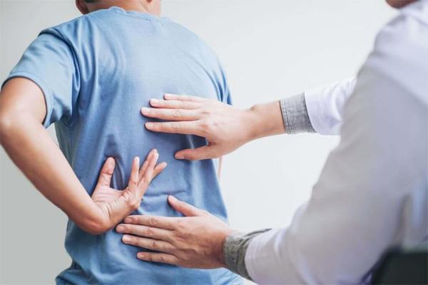 Người đàn ông 42 tuổi tử vong do chủ quan với cơn đau lưng kéo dài