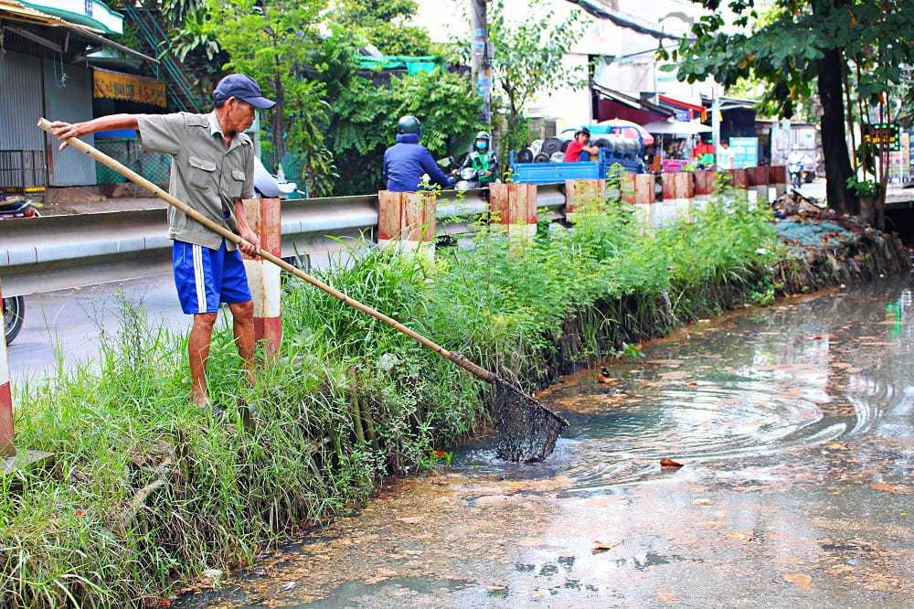 Người cựu binh 6 năm vớt rác, nhặt kim tiêm trên kênh Sài Gòn