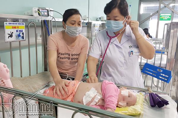 Trẻ nhập viện Nhi Trung ương do loại virus lây khi hôn hít tăng gấp 3