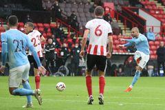 Walker lập siêu phẩm, Man City thắng nhọc Sheffield Utd