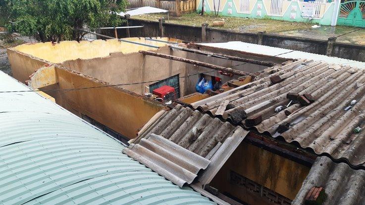 Bốn học sinh bị vùi chết, 300 trường học ở Quảng Nam tan hoang sau bão