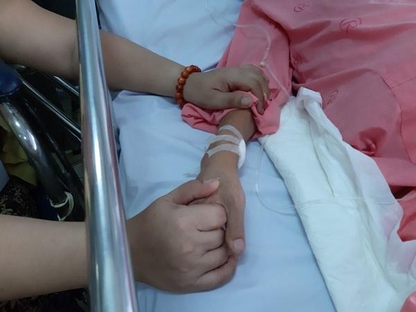 Vợ liệt chân xin cứu chồng thủng ruột non nguy kịch
