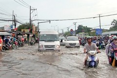 Torrential rain causes flooding in Ho Chi Minh City