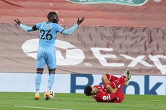 David Moyes tức giận vì Salah ăn vạ trắng trợn kiếm 11m