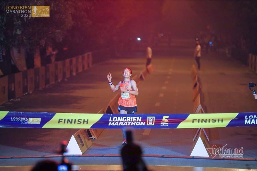 Tiến Hùng, Linh Chi vô địch giải đấu có kỷ lục số VĐV cự ly marathon