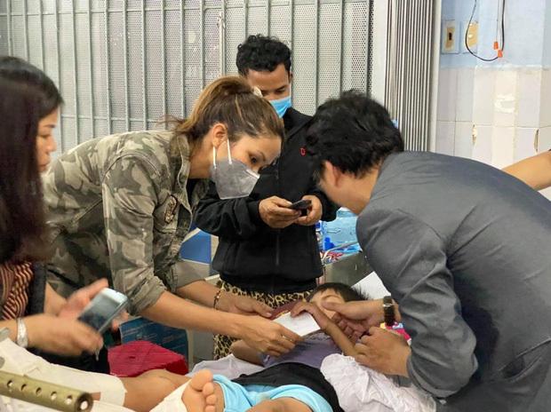 H'hen Niê thăm nạn nhân sạt lở ở Trà Leng: 'Dân ở đây khổ lắm'