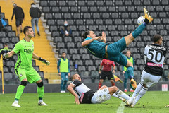 Ibrahimovic ghi siêu phẩm, Milan vững ngôi đầu