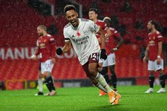 Tội đồ Pogba khiến MU thua bẽ bàng Arsenal