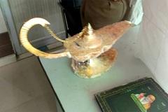 Chi 8 tỷ đồng mua 'đèn thần của Aladdin' xong mới tá hoả biết bị lừa