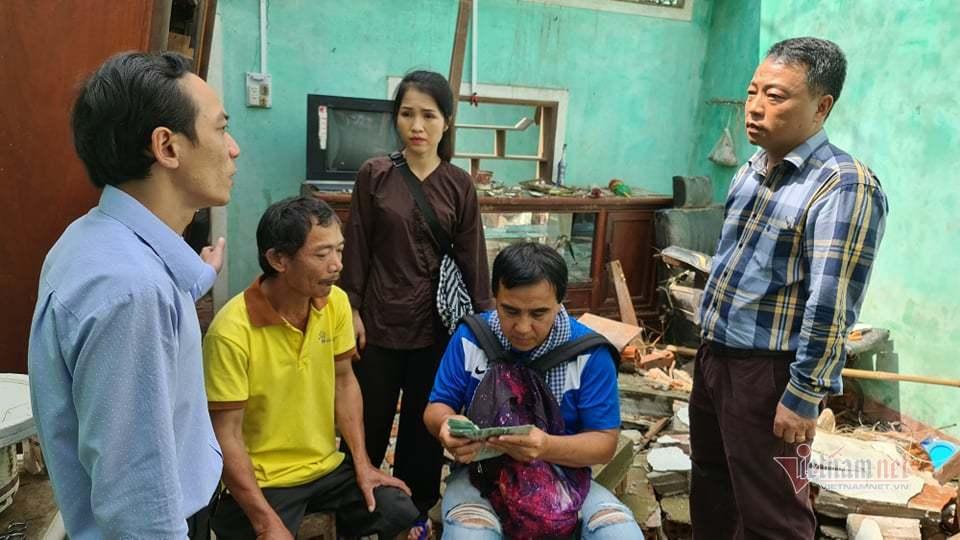 MC Quyền Linh: 'Nhà dân bị lũ đánh sập sẽ xây, tốc nóc thì lợp'