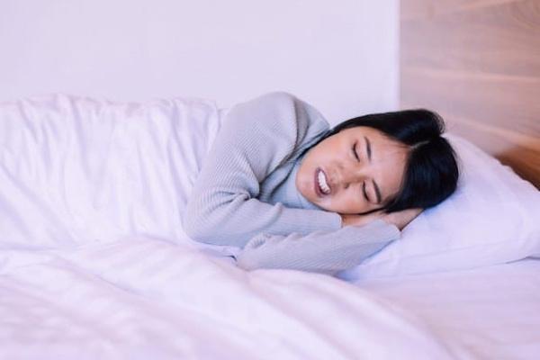 Nghiến răng khi ngủ có nguy hiểm không?